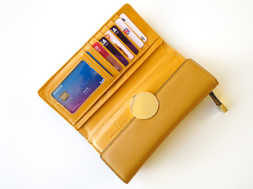 Revolut in mustard purse